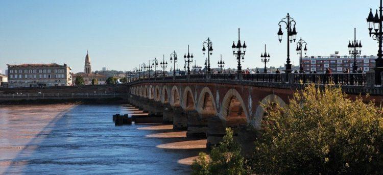 Pourquoi et comment investir dans l'immobilier à Bordeaux ?